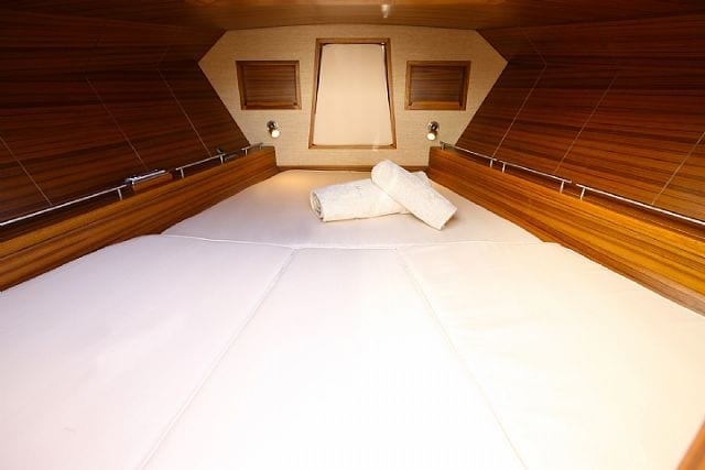Morgan Yachts 33 interior